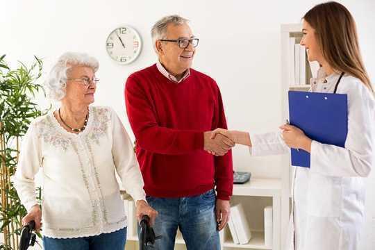 O modo como você anda pode ser usado para identificar alguns tipos de demência