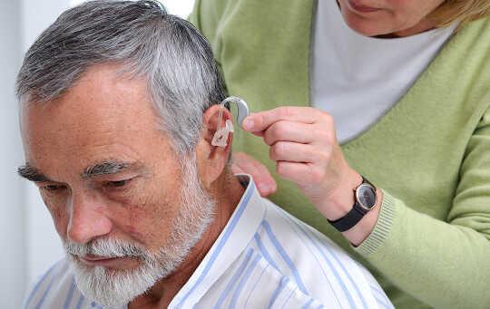Снижение риска депрессии, деменции после получения слуховых аппаратов