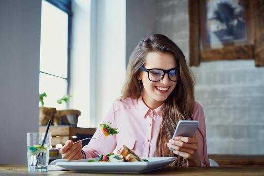 Bisakah Mengkonsumsi Makanan Tertentu Membuat Anda Lebih Cerdas?