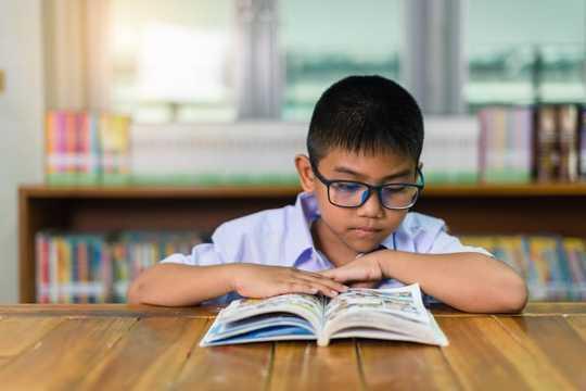 مشاكل الأطفال الذين يحتاجون إلى النظارات ولا يرتدونها