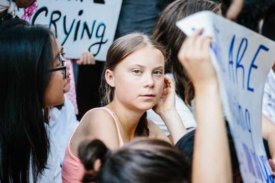 چرا شرکت ها باید اجازه دهند کارگران خود به اعتصاب آب و هوا بپیوندند