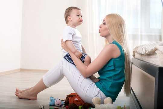 我的孩子应该什么时候开始说话?