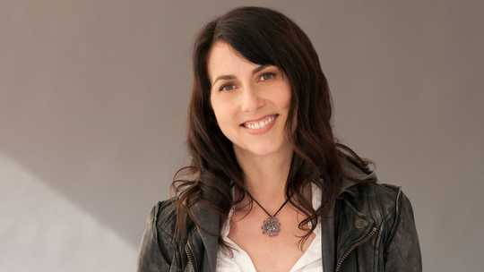 MacKenzie Bezos 'US $ 17 Million Pledge Tops En voksende liste over kvinner som gir stor