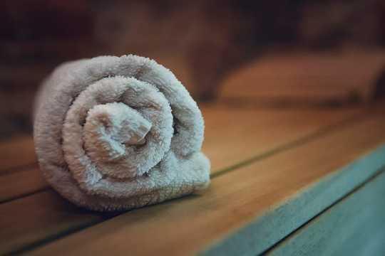 Le persone usano la sauna per il benessere, ma i suoi benefici medici non sono ampiamente compresi