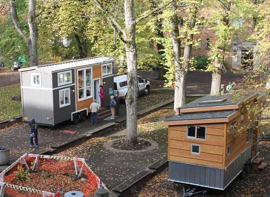 Khi mọi người thu nhỏ lại những ngôi nhà nhỏ, họ chấp nhận lối sống thân thiện với môi trường hơn