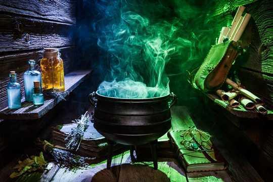 In het middeleeuwse Engeland was Magic een dienstverlenende industrie die zowel door rijk als arm werd gebruikt