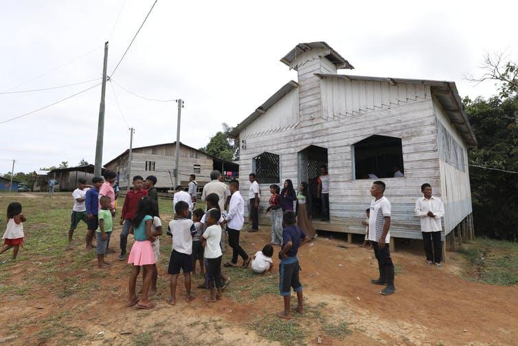 Pous bevestig die plig van die Katolieke Kerk teenoor inheemse Amasoneërs wat deur die klimaatskrisis skade berokken word