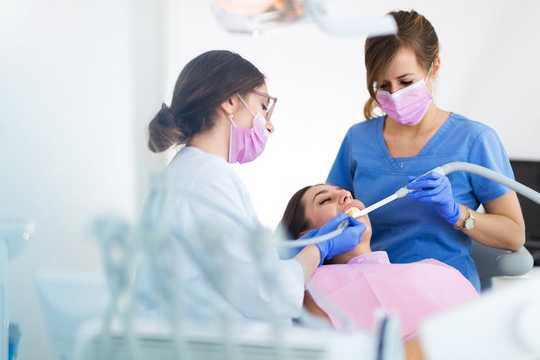 我应该多久清洁一次牙齿?