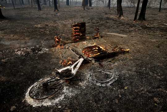 Hidup Dengan Api Dan Menghadapi Ketakutan Kita