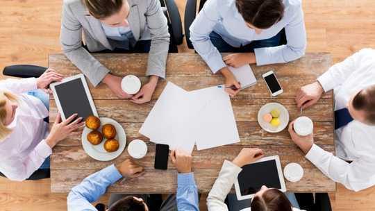 Một lợi ích nhỏ vào bữa trưa có thể cắt giảm trầm cảm tại nơi làm việc