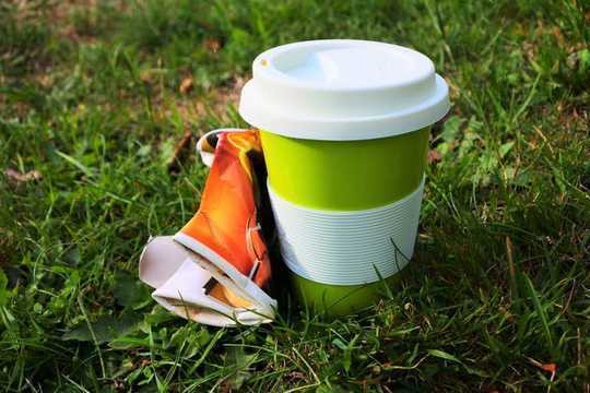 ¿Por qué su taza de café reutilizable puede no ser mejor que un desechable?