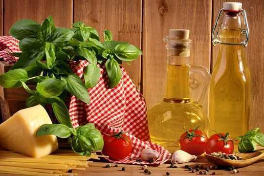 El camino mediterráneo hacia una larga vida: beba un vaso de aceite de oliva todos los días