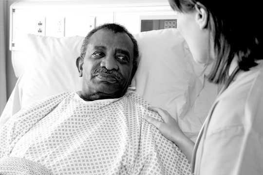 Warum Menschen sich für einen medizinisch unterstützten Tod entscheiden, zeigt das Gespräch mit Krankenschwestern
