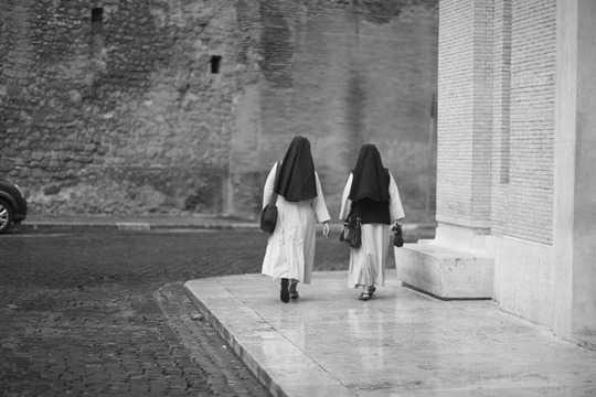 Hoe die rol van nonne beklemtoon 'n lae uitsig op vroue se werk