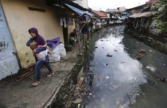 Tại sao tình trạng bất ổn đô thị thúc đẩy làn sóng phản đối toàn cầu