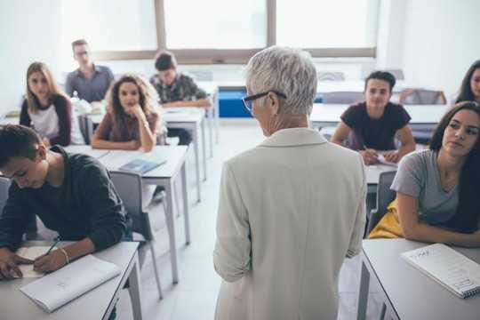 Was Eltern tun sollten, um den Schülern zu helfen, sich auf das erste Jahr der Hochschule vorzubereiten
