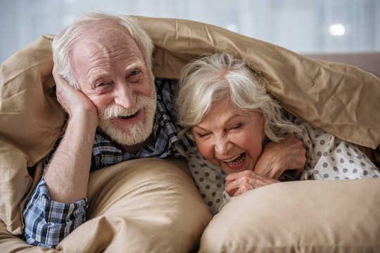 Gifta människor är mindre benägna att utveckla demens
