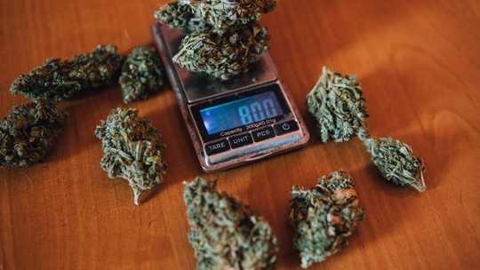 부끄러운 미국의 대부분의 약물 체포는 그램 이하를 포함