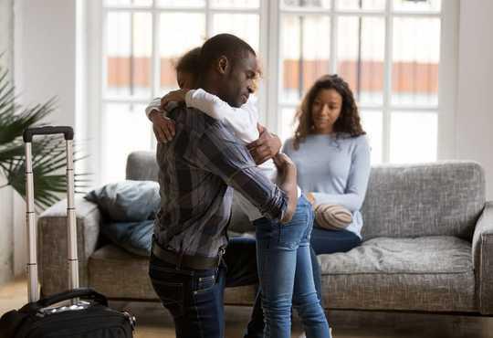 这是年轻人所说的帮助他们度过父母的离婚