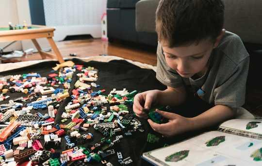 सबसे स्थायी और लंबे समय तक चलने वाले बच्चों के खिलौने कैसे खोजें
