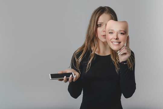 Por que compartilhar com frequência mensagens profundamente emocionais on-line pode ser um sinal de um problema psicológico mais profundo