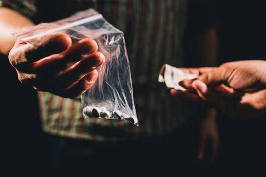 Microdosers من مخدر تقرير تحسين المزاج والتركيز والإبداع