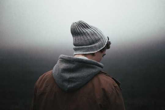 1ヤングアダルトの3は孤独であり、メンタルヘルスに影響します