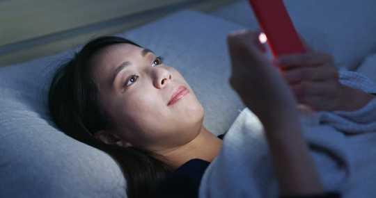 Tại sao hạn chế sử dụng màn hình không phải là cách giải quyết vấn đề giấc ngủ ở tuổi vị thành niên