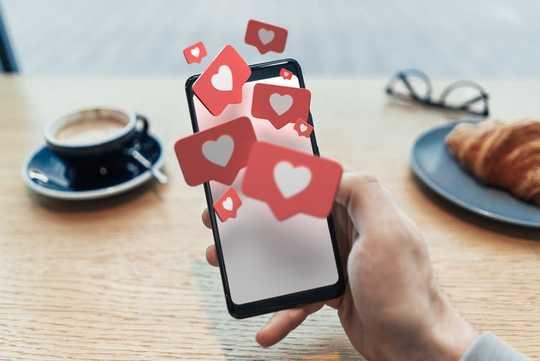 為什麼經常在網上共享深深的情感帖子可能是心理問題更深的徵兆