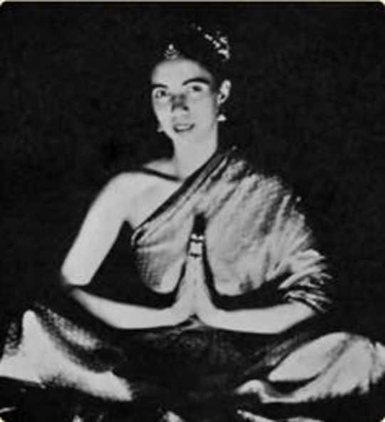چگونه یوگا بریتانیا را فتح کرد: میراث فمینیست یوگی سانیتا و کایلاش پوری