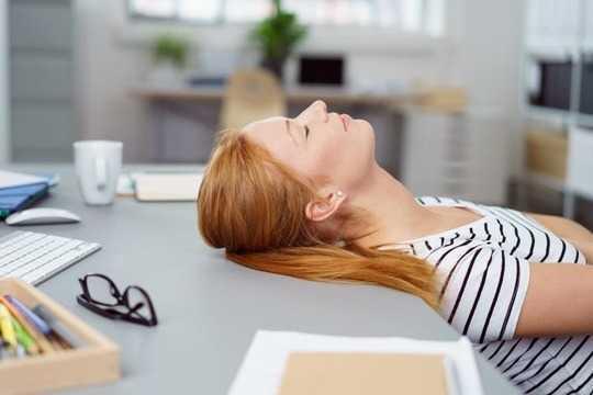 यदि आप काम पर नहीं सो रहे हैं, तो आपको निकाल दिया जाना चाहिए