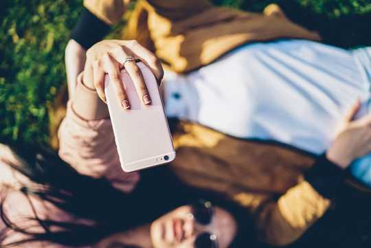 Sosyal Medya Çocuklara ve Gençlere Zarar Verir mi?