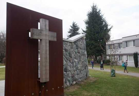 Le conflit juridique entre les droits à l'égalité et la liberté de religion