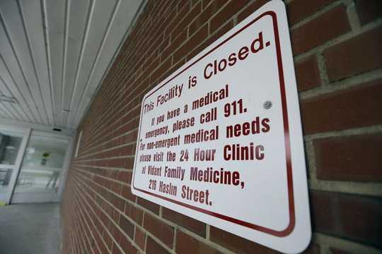 هنگامی که آمریکایی های روستایی برای دستیابی به مراقبت های بهداشتی تلاش می کنند ، بیمه شدگان ممکن است چیزهای بدتری را بدست آورند