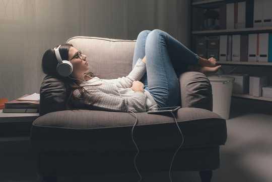 Ecco una playlist di terapia per calmare la mente