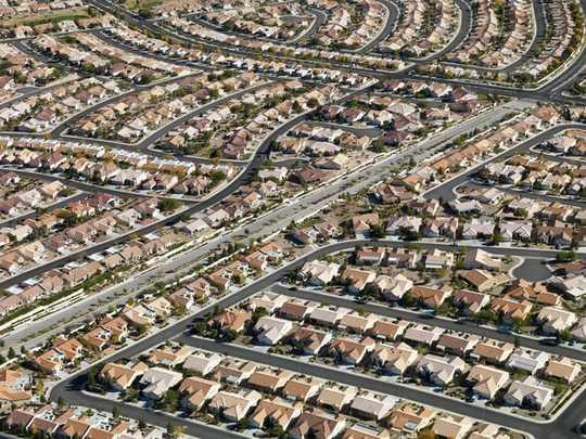 كيف يمكننا استعادة المدن من السيارة دون إزعاج الناس
