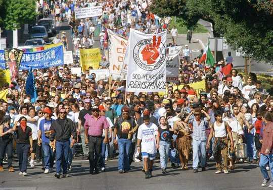 為什麼更多地方放棄了哥倫布日以支持土著人民日