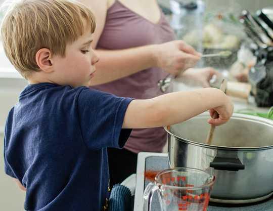 건강한 음식을 먹는 아이를 얻는 방법