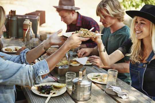 Почему мы подбираем размер порции наших друзей