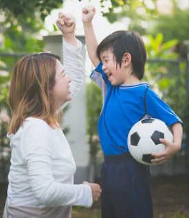 방과 전후에 자녀를 계획 또는 공유 활동에 참여 시키십시오. (귀하의 자녀가 코로나 19 기간 동안 학교로 돌아가는 데 대처할 수 있도록 돕기 위해)