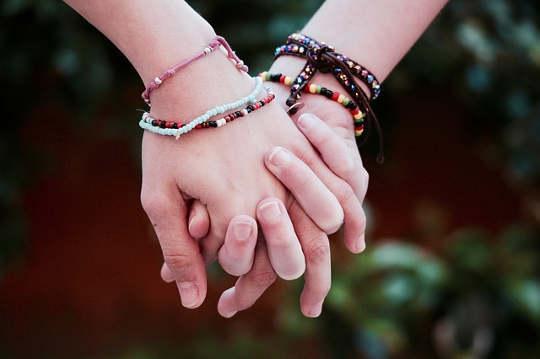 Emosioneel verbind: 'n noodsaaklike deel van gelukkige verhoudings