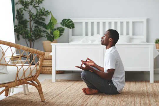 People often sit on the floor as part of a yoga or meditation practice. (is it better to sit on the floor or sit on a chair)