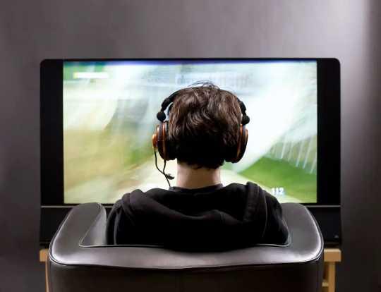 As crianças que brincam fora e fazem coisas off-line têm mais capacidade de se concentrar em seus estudos