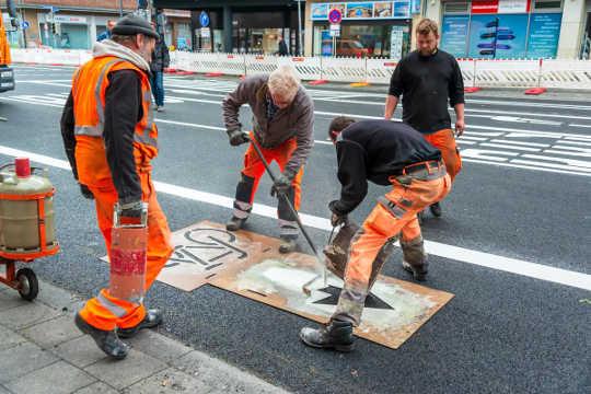 德国的城市-如基尔(Kiel)-将车道转换为自行车道