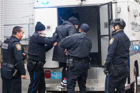 """Hvorfor """"Politiet vårt er hamrene og vi er neglene"""" har mislyktes"""