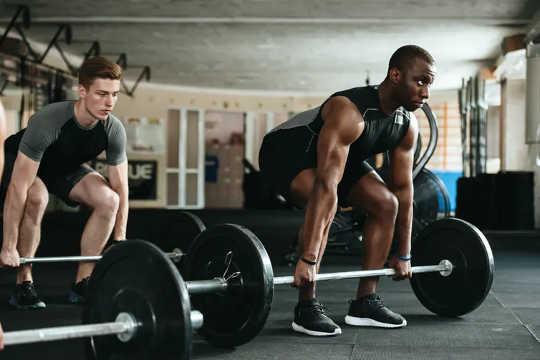 Увеличение мышечной массы увеличивает скорость основного обмена.