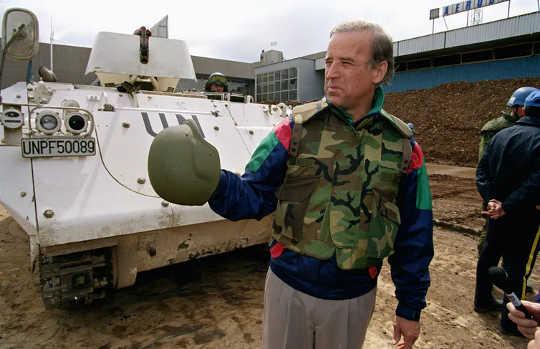 Senator Biden i Bosnien 1993. Han ville att USA skulle ingripa i kriget där.