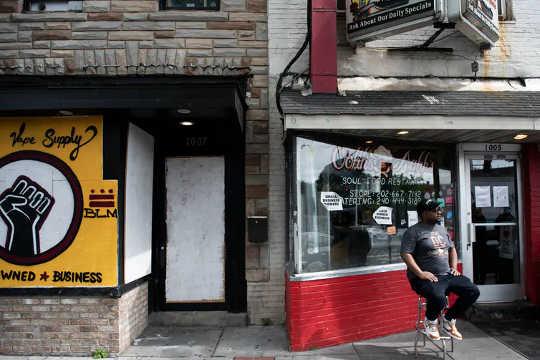 ワシントンDCの王子アボットのような多くの中小企業経営者は、最近の反人種差別抗議運動を支持しました。