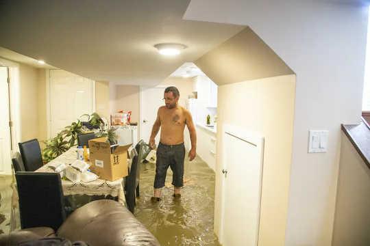 Kelderappartement na een zware onweersbui (er hebben altijd zware regenbuien plaatsgevonden, maar veranderen ze)