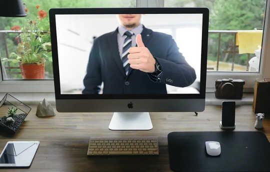 Como conseguir um emprego quando as empresas mudaram para a contratação virtual